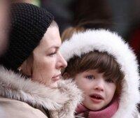 Милла Йовович показала дочке Санта-Клауса