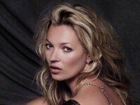 Кейт Мосс снялась топлесс в рекламе ювелирных украшений.