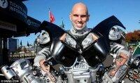 Трансформер в стиле Optimus Prime сделало Питера Кокиса популярным