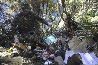 Найден черный ящик разбившегося российского самолета SuperJet-100