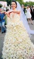 Свадебное платье Сати Казановой не скрывает ее грудь