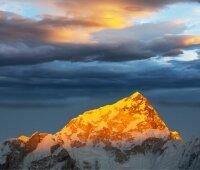 Сегодня последний день поисков пропавших в горах Непала альпинистов