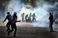 Слезоточивым газом разгоняла египетская полиция демонстрантов на площади Тахрир