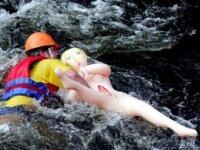 Турецкие водолазы спасли резиновую женщину
