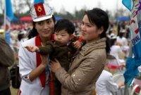 Северные корейцы празднуют удачный запуск ракеты