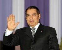 В Тунисе разгневанная толпа встречал президента с камнями
