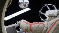 Правительство России утвердило размер окладов космонавтов