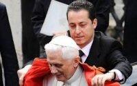 Папа Римский помиловал вора секретных документов