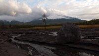 Раскаленные лавины сходят со склонов камчатского вулкана
