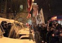Мирная демонстрация в Белфасте вновь переросла в столкновения с полицией