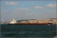 Непогода заставила Турцию закрыть для кораблей Босфор