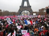 В Париже состоялась масштабная акция против однополых браков