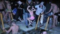 80 тыс человек в Москве приняли участие в крещенских купаниях