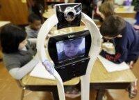 В школу, вместо ученика, ходит робот