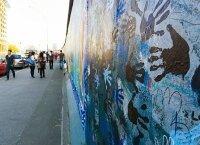 Большой участок Берлинской стены, собираются снести