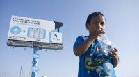 В Перу, билборд генерирует воду