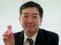 Японцы выпустили самый маленький телефон в мире