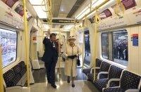 Елизавета II посетила лондонское метро