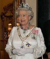 Королеве Великобритании подняли заработную плату