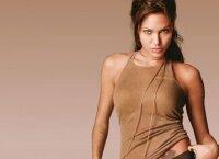 Джоли пожертвовала 200 тыс. долларов пострадавшей девушке