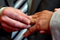 Во Франции гея-молодожена отправили в тюрьму за избиение партнера