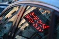 Курс доллара на Московской бирже упал ниже 32 рублей