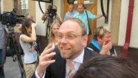 """Группа """"Океан Эльзы"""" сыграла для демонстрантов в центре Киева"""