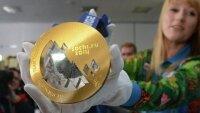 """Сочи-2014: в День влюбленных призеры Олимпиады """"обмыли"""" медали"""