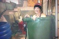 Расслабляющая ванна Олимпийской чемпионки в мусорном баке