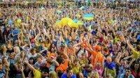 """Сторонники и противники """"майдана"""" закидали друг друга яйцами в Одессе"""
