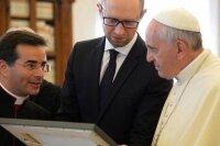 Франциск будет делать все для мира в Украине