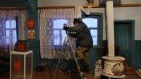 Власти помогают вывозить вещи жильцам рухнувшего дома на Чукотке